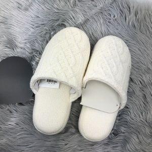 Slippers size Medium 7-8